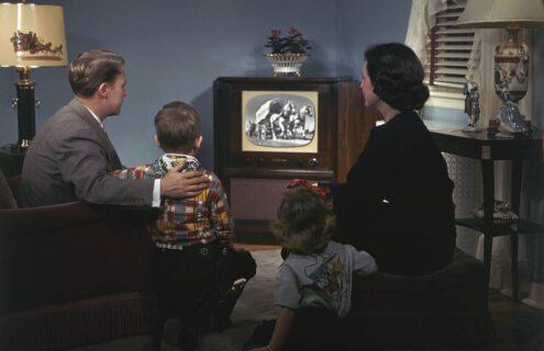 freedom stream retro family watching tv